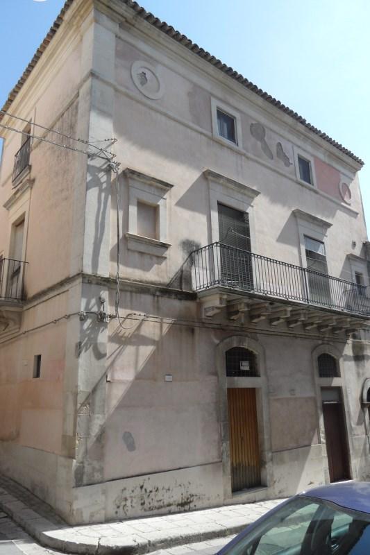Ragusa – Centro – Signorile Casa Indipendente Mq. 150