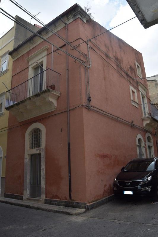 Ragusa – Casa Singola posizione Angolare – zona Centro