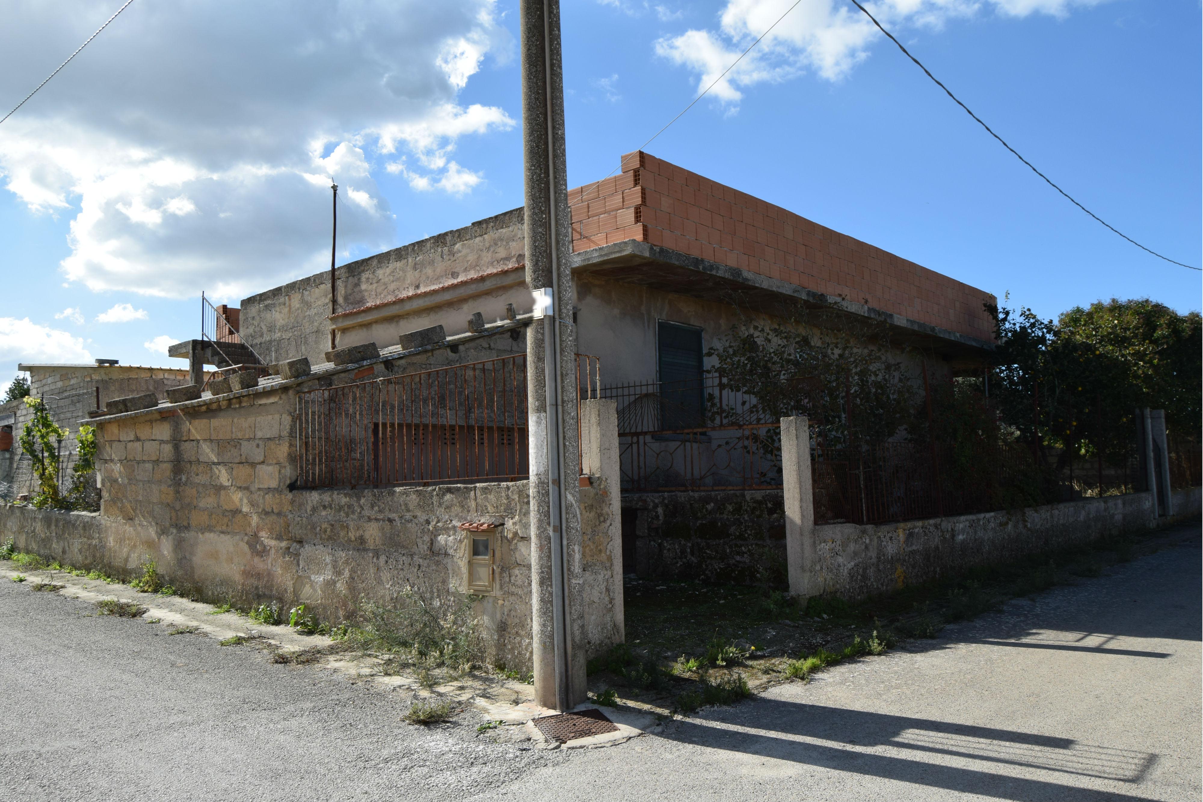 Ragusa – Villetta allo stato rustico mq. 140 – Zona Pizzillo