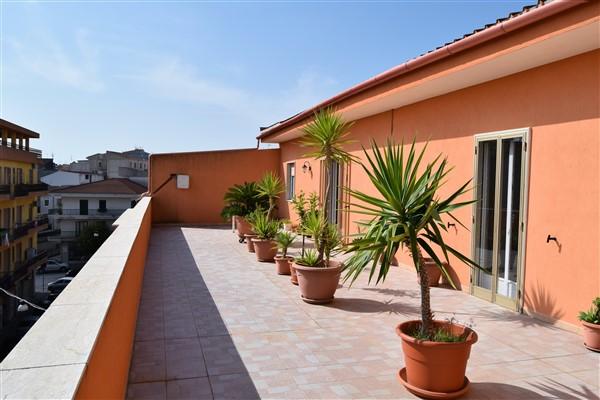 Ragusa – Zona Via Archimede – Appartamento piano Attico con Ampi Terrazzi