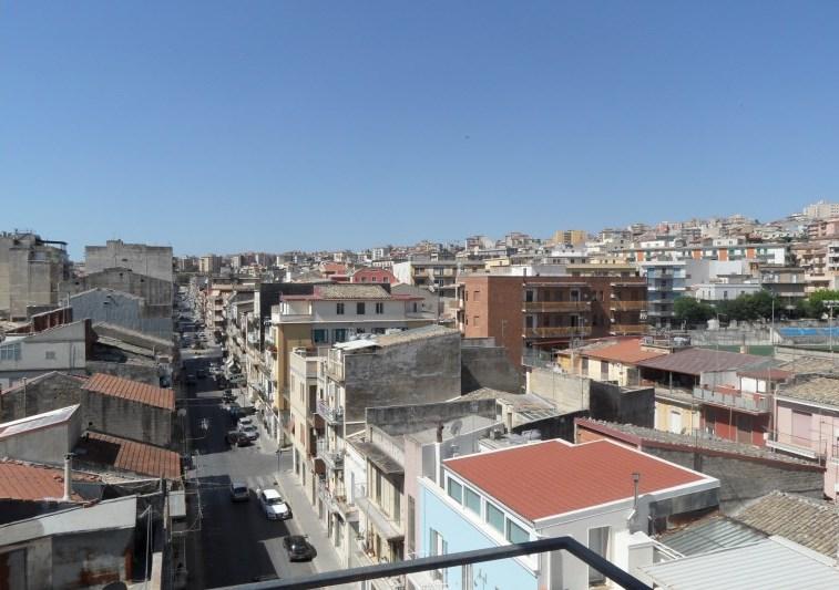 Ragusa – Zona Via Carducci, Piano Attico con due Verande e Posto Auto