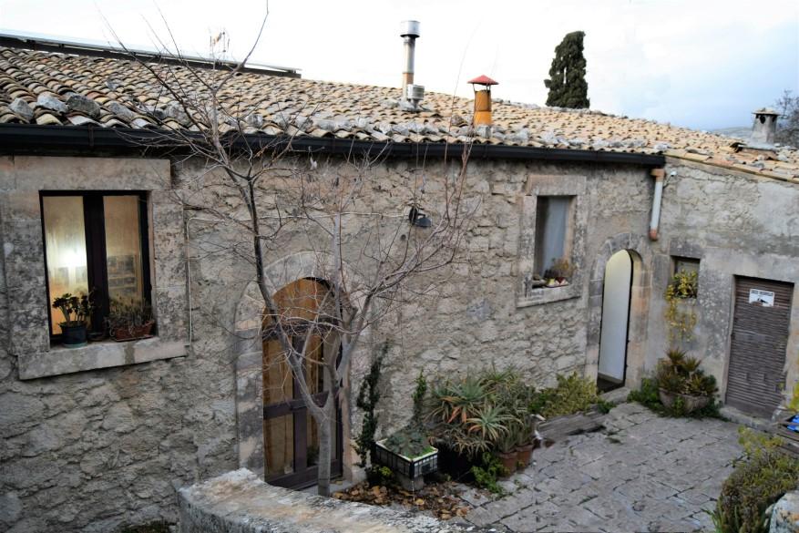 Ragusa, Casa Rurale con Terreno di 1000 mq. zona Contrada Costa