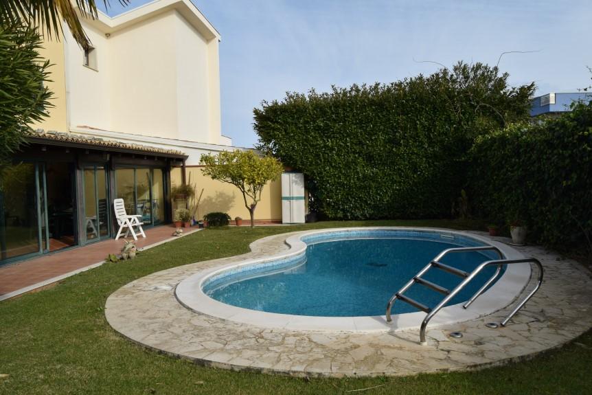 Ragusa – Zona Viale delle Americhe, Bellissima Villa con Piscina