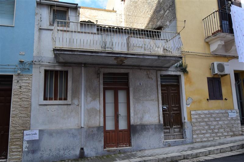 Ragusa – Casa indipendente su due livelli – Zona Via Mariannina Schininà