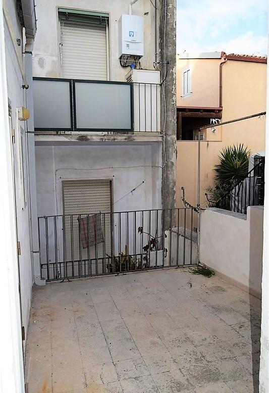 Ragusa, Zona Centro – Casa Singola disposta su due Livelli (Piano Terra e Primo Piano)