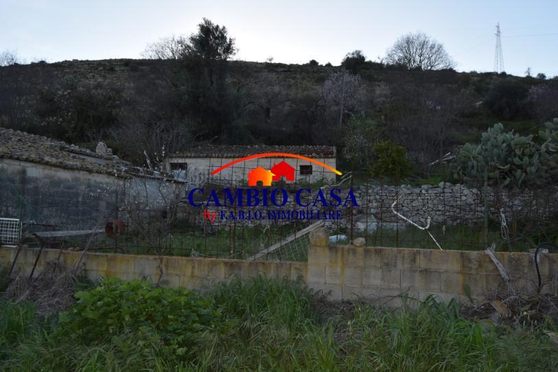 Ragusa, c.da Caleo Vendesi Casa Rurale con Terreno