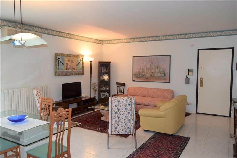 Ragusa – Luminoso Appartamento con Garage e Posto Auto