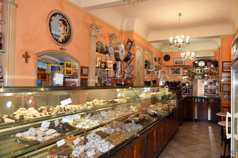 Ragusa – Attività Bar – Pasticceria – Gelateria – Pub – tavola calda. Zona via Roma