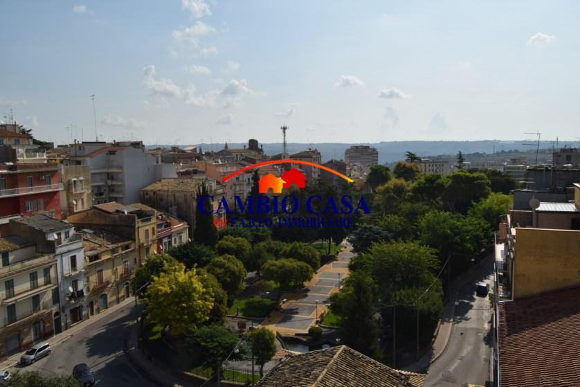 Ragusa – Appartamento con Delizioso Panorama sulla Villa Margherita