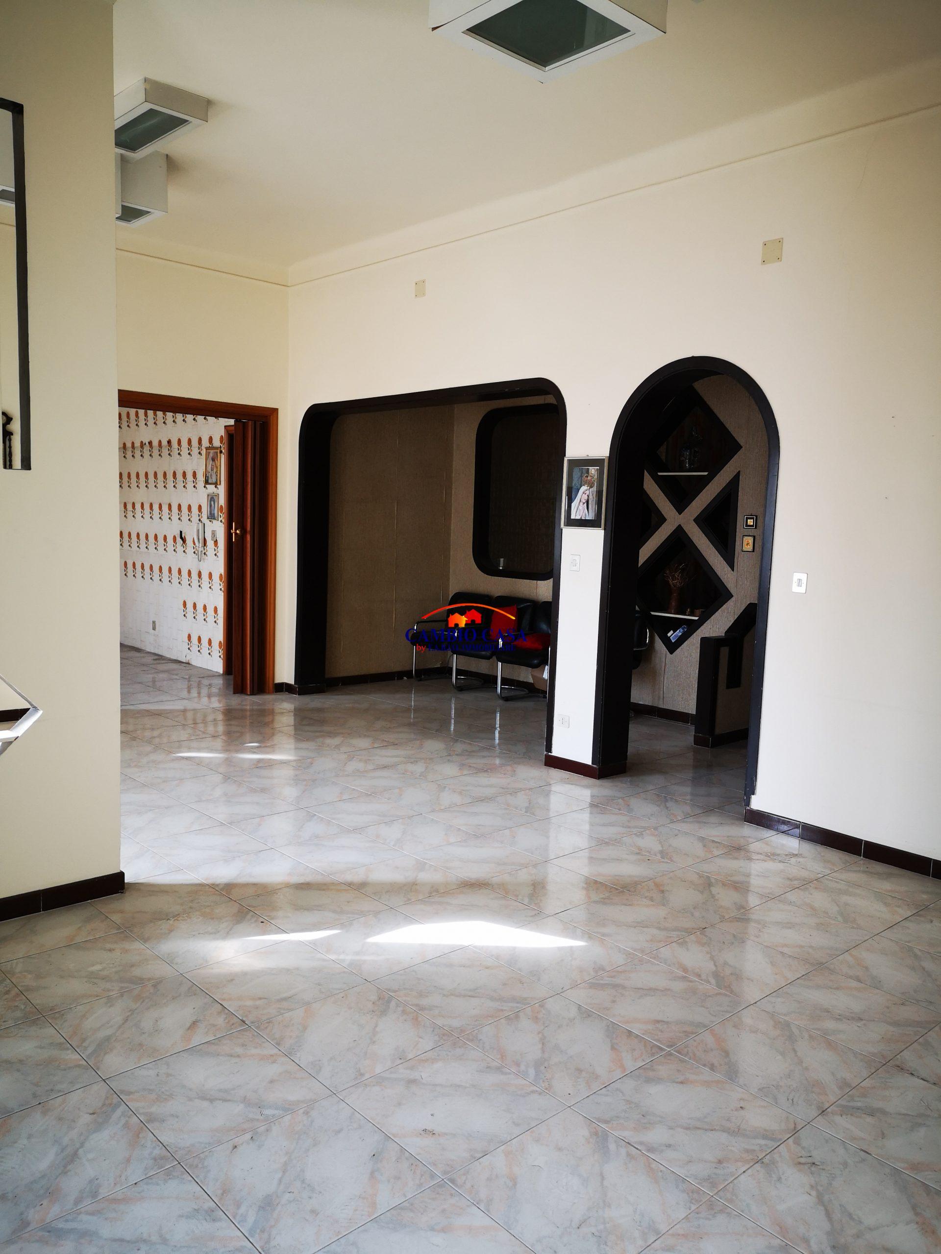 Ragusa – Appartamento mq. 160  con posto auto coperto – Via Carducci
