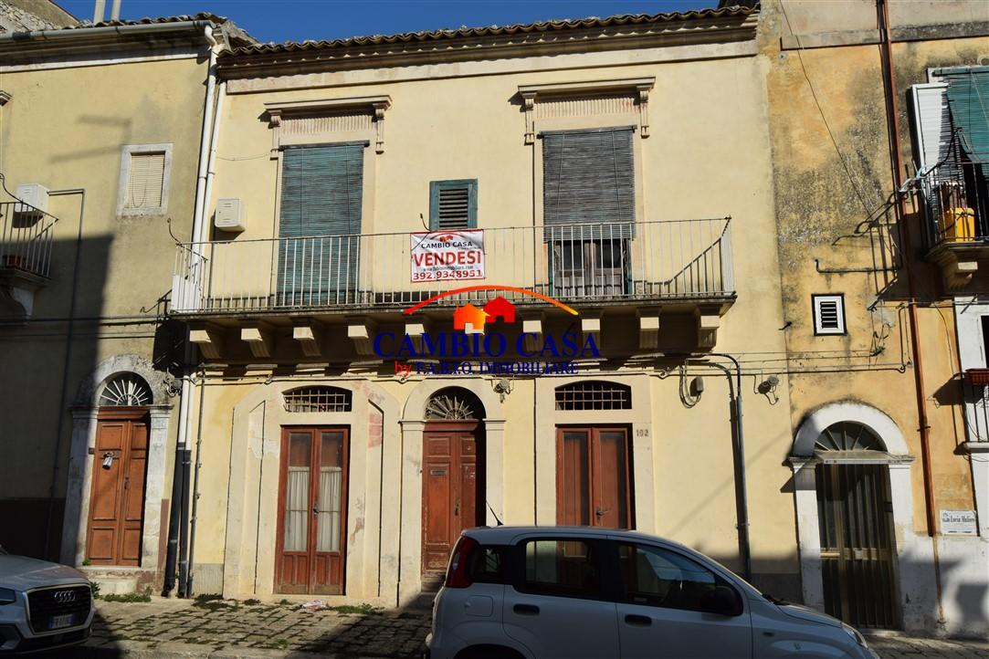 Ragusa – Casa Indipendente su due livelli – zona Salesiani