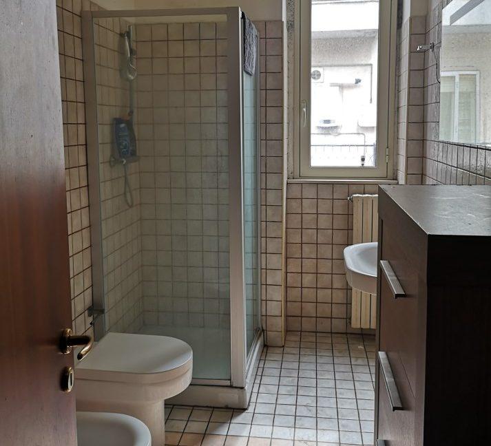 Bagno - Appartamento in Vendita zona via Carducci Ragusa (1)